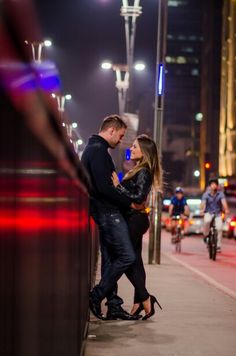 Avenida Paulista, Save the date Couple Photography Poses, Night Photography, Photography Tips, Wedding Photography, Photography Aesthetic, Wedding Fotos, Pre Wedding Photoshoot, Romantic Couple Images, Romantic Couples