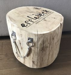 Trunk Furniture, Steel Furniture, Woodworking Projects Diy, Wood Projects, Log Stools, Wood Stumps, Live Edge Wood, Painted Floors, Old Wood