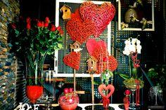 SAN VALENTIN ES LOVE  Cualquier rincón, cualquier lugar es ideal para demostrar tu amor y de la manera más única y especial posible.  Tienes que verlo.  #love #floral #valentine´sday #sanvalentin #murcia #regiondemurcia #emyfloristas