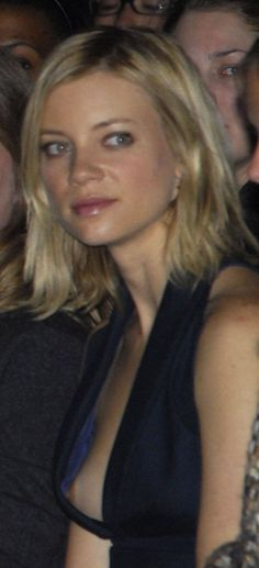 Young Amy Smart (1095×2400)