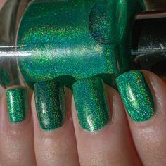 Nail Pattern Boldness Dark Charm (dark green holo on ring finger)