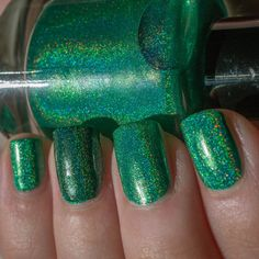 Nail Pattern Boldness Dark Charm (dark green holo on ring finger)