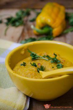 Crema di #peperoni allo #zenzero e #curcuma è una saporita #salsa, ottima per condire la pasta oppure spalmata su crostini di pane.