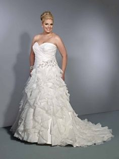 I Want This As One Of My Choices For My Wedding Dresses. Love how different yet simple it is