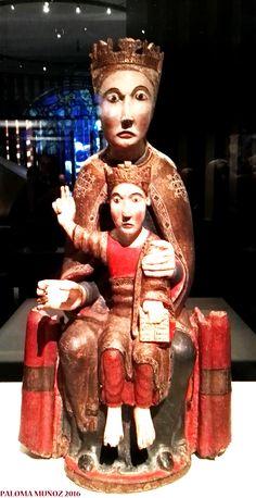 Virgen sentada con el Niño. Segunda mitad del siglo XII. España. Madera tallada y policromada. Museu Frederic marés, Barcelona Seated Virgin and Child Second half of the 1100s Spain Polychorme carved wood