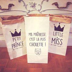 Petits paperbags en Kraft Ma maîtresse, c'est la plus chouette ! ! Joli et pratique, vous pouvez y ranger les livres, dessins, petites bricoles ou autres. Leur dimension : 20 cm  - 17547894