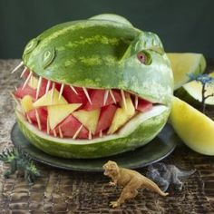 18 Scary-good dinosaur foods to celebrate Jurassic World: Jurassic Park party (watermelon recipes birthday parties) Dinosaur Watermelon, Dinosaur Food, Watermelon Carving, The Good Dinosaur, Watermelon Recipes, Watermelon Head, Carved Watermelon, Dinosaur Train, Fruit Carvings