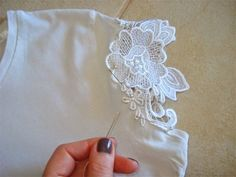 Adding lace to blouse: Website is in Portuguese