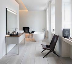 De badkamer is een echte leefruimte geworden. Vergeet strak en clean, maar ga voor warm en huiselijk. Hoe doe je dat? Met deze tips geven we je inspiratie.