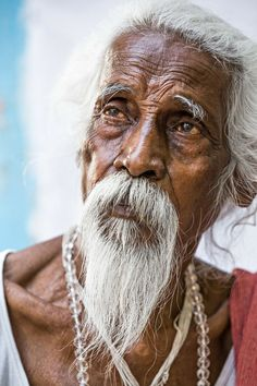 Portrait of an old wise man in Pushkar, Rajasthan, India By Réhahn Photography Population Du Monde, Grey Beards, Michael Cinco, Old Faces, Sheer Beauty, Interesting Faces, Male Face, People Around The World, Belle Photo