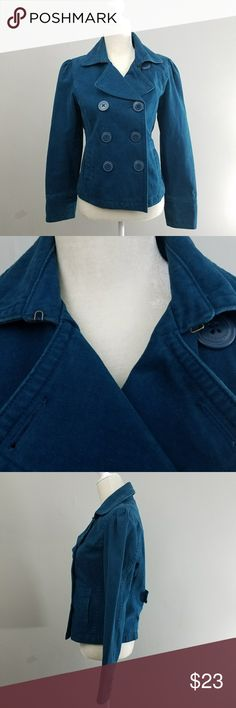 American Eagle | Short Blue Peacoat Excellent condition Blue pea coat from ae. 3 buttons on front with optional 4th at top. Clasps at the neck to hold the collar together. Back slit and button belt detail. American Eagle Outfitters Jackets & Coats Pea Coats