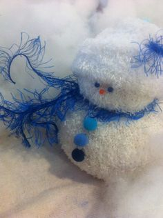Fuzzy sock snowman stuffed with rice. I recommend a lining as the rice will escape the loose knit. Decorating With Christmas Lights, Christmas Ornaments To Make, Christmas Snowman, Christmas Projects, Handmade Christmas, Holiday Crafts, Christmas Decorations, Xmas, Sock Snowman