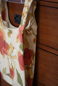 Super Easy #shopping bag to make. Great inexpensive #Christmas Gift to make
