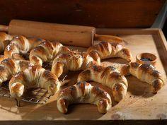 Horn fra Bakeriet i Lom - Oppskrift fra TINE Kjøkken Norwegian Food, Scandinavian Food, Good Food, Yummy Food, Sweet And Salty, No Bake Cake, Food Hacks, Sweet Recipes, Baking Recipes