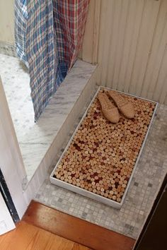 Cork bath mat...fabulous idea, but I'd better start collecting the corks now!! (maybe I'll cut them in half, to save time)