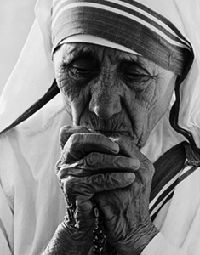 Original Caption: B.,Mexico- Mother Teresa, 1979 Nobel Peace Prize winner praying during dedication ceremonies at her world wide mission to care for the poor. The Tijuana mission will shelter the homeless, the terminally ill and unwed mothers. Tattoo Week, Saint Teresa Of Calcutta, Mother Teresa Quotes, Friendship Day Quotes, Mother Mary, Humility, Famous Women, Michelle Obama, Saints