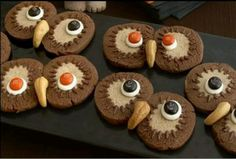 M owl cookies with cashew nuts