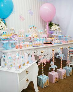 #cake #candycolors #pastelcolors #carrossel #party #kids #carousel #festa #criança #menina #decor #ideias #ideas #inspirataçao #inspiration #acervo #locacao #locacaoobjetosfesta #saopaulo #chadebebe #surpresa #sexodobebe