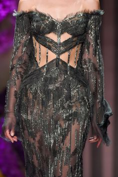 View all the detailed photos of the Versace Atelier haute couture fall 2015 showing at Paris fashion week. Couture Fashion, Runway Fashion, High Fashion, Fashion Show, Fashion Outfits, Fashion Design, Pretty Outfits, Pretty Dresses, Beautiful Dresses