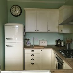 Kitchen: Benchmarx Oxford Cream cabinets, laminate wood-effect worktop, Dulux Willow Tree walls, Gorenje fridge freezer in cream