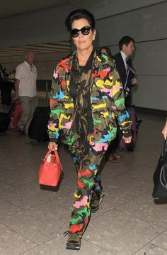 Kris Jenner in Valentino at Heathrow Airport // http://www.racked.com/2015/7/13/8947417/kris-jenner-style-crucial-update?utm_medium=social&utm_source=pinterest&utm_campaign=racked
