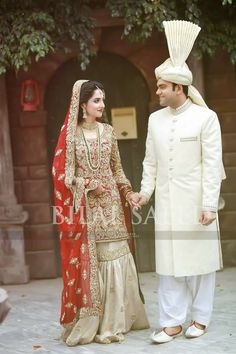 Bride and groom Bridal Mehndi Dresses, Indian Bridal Lehenga, Pakistani Wedding Dresses, Asian Wedding Dress, Pakistani Wedding Outfits, Bridal Outfits, Muslim Women Fashion, Bridal Photoshoot, Desi Clothes