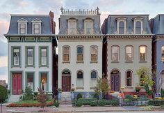 Lafayette Square Neighborhood, in Saint Louis, Missouri, USA - Victorian with mansard roof Beautiful Buildings, Beautiful Homes, Exterior Design, Interior And Exterior, Architecture Design, Victorian Architecture, Usa House, Town House, Lafayette Square