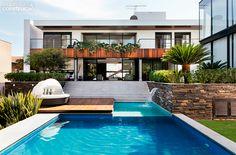 Casa em Goiânia / Frederico Bretones e Roberto Carvalho #piscina #pool #facade