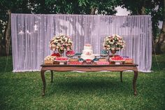 Casamento elegante no campo: Ericka + Eduardo - Berries and Love Boho Wedding, Dream Wedding, Tea Party Decorations, Shower Centerpieces, Cake Table, Here Comes The Bride, Marry Me, Event Decor, 15th Birthday