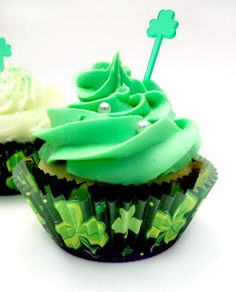 Yummy St Patrick's Day Green Velvet Cupcake Recipe, DIY Holiday Dessert Ideas, Homemade St. Paddy's Day Treats for Kids