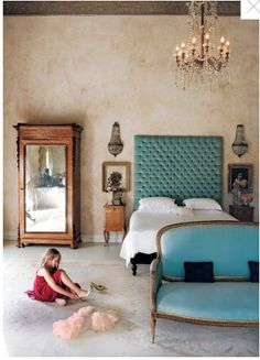 Love colour combination ,headboard,antiques,screed floor, french sofa.