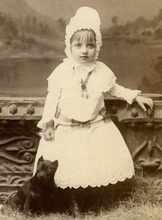 VINTAGE-CABINET-CARD-BUTTON-UP-SHOES-GIRL-PIT-BULL-TERRIER-ROTTWEILER-DOG-PUPPY