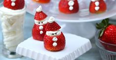 Strawberry Mini Santa's Bring Some Yummy Holiday Cheer! Christmas Deserts, Holiday Snacks, Christmas Goodies, Christmas Treats, Holiday Recipes, Holiday Fun, Christmas Decor, Christmas Holidays, Merry Christmas
