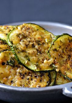 Parmesan Zucchini Chips ~ An easy, delicious snack, side or appetizer. These Parmesan Black Pepper Zucchini Chips are full of flavor and so light and crispy! Vegetable Recipes, Vegetarian Recipes, Cooking Recipes, Healthy Recipes, Comidas Lights, Zucchini Chips Recipe, Zuchinni Chips, Parmesan Zucchini Chips, Appetizer Recipes