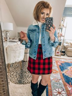 Stylish Winter Outfits, Classy Outfits, Fall Outfits, Fashion Outfits, Winter Style, Autumn Winter Fashion, Gold Pleated Skirt, Boot Outfits, Peplum Sweater