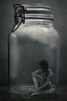 Ero come un essere rinchiuso in una bolla di vetro e tutti mi vedevano, ma nessuno mi sentiva. E quello che volevo era rompere la bolla, così che qualcuno mi ascoltasse. (Claire Etchetelli)