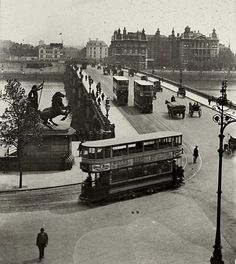 Trams on Westminster Bridge in 1910.