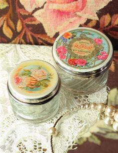 Pretty vanity jars featuring vintage Victorian clipart labels from Victorian Trading Company! Great containers for DIY spa crafts!