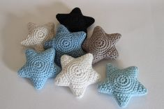 Link to Danish crochet pattern for star. Not too difficult to decipher Link to Danish crochet pattern for star. Not too difficult to decipher Diy Crochet And Knitting, Love Crochet, Crochet Gifts, Crochet Motif, Baby Knitting, Crochet Baby, Crochet Star Patterns, Crochet Stars, Baby Mobile