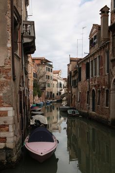 Venice, Italy #travel MAKE SURE YOURE WITH SOMEONE YOU LOVE!!!!!!!!!