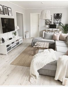 Excellent rustic farmhouse living room are offered on our web pages. Glam Living Room, Living Room Interior, Home Interior Design, Home And Living, Living Room Decor, Living Room Inspiration, Apartment Living, Living Room Designs, Home Decor