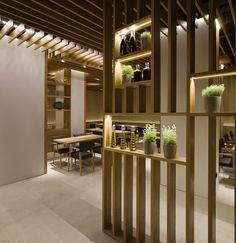cloisons amovibles appartement- étagères de rangement assorties au plafond