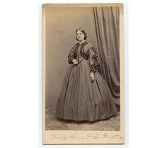CIVIL WAR ERA LADY W/ GREAT DRESS BY DAVIS, BOSTON, MASS., ANTIQUE CDV