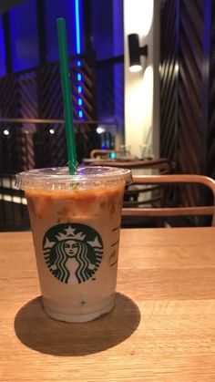 Starbucks – The Best Coffee and Espresso Drinks Starbucks Snapchat, Café Starbucks, Starbucks Secret Menu Drinks, Espresso Drinks, Coffee Drinks, Snap Food, Food Snapchat, Mocca, Aesthetic Food