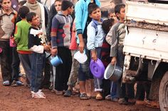 Oh Syria!  Syrian refugee children queue as they wait to receive their dinner meal in a refugee camp in Atimeh, on the Syrian-Turkish border of the Idlib Governorate, October 25, 2012. Picture taken October 25, 2012.