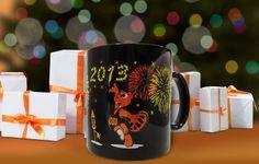 Die Tassen im Silvester-Look sorgen schon beim Morgen-Kaffee für gute Laune. OBI verlost nur heute unter allen Teilnehmern auf www.obi.de 50 limitierte OBI Silvester-Tassen. Jetzt mitmachen und mit etwas Glück gewinnen!