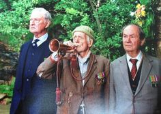 Episode Last Post & Pigeon - Truly and Clegg helping Compo pay tribute to those lost at Dunkerque during the war. British Tv Comedies, Classic Comedies, British Comedy, Last Of Summer Wine, Comedy Tv, Old Tv, Wine Gifts, Classic Tv, Best Tv Shows