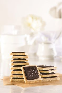 Looking for the perfect cookie recipe this holiday season? We've got it for you with this Lindt Shortbread with Dark Chocolate and Sea Salt.
