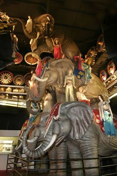 House on the Rock - A tribute to Circus World in Baraboo -- life sized elephants in a pyramid The Rock Photos, House On The Rock, Parking Design, Roadside Attractions, Home And Away, Wisconsin, Halloween Party, Places To Go, Photo Galleries