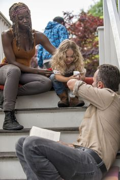 Michonne, Judith Grimes and Rick Grimes in The Walking Dead Season 9 Walking Dead Season 9, Walking Dead Tv Series, Walking Dead Memes, Fear The Walking Dead, Rick Grimes, Rick And Michonne, Judith Grimes, Judith Twd, Rick Y